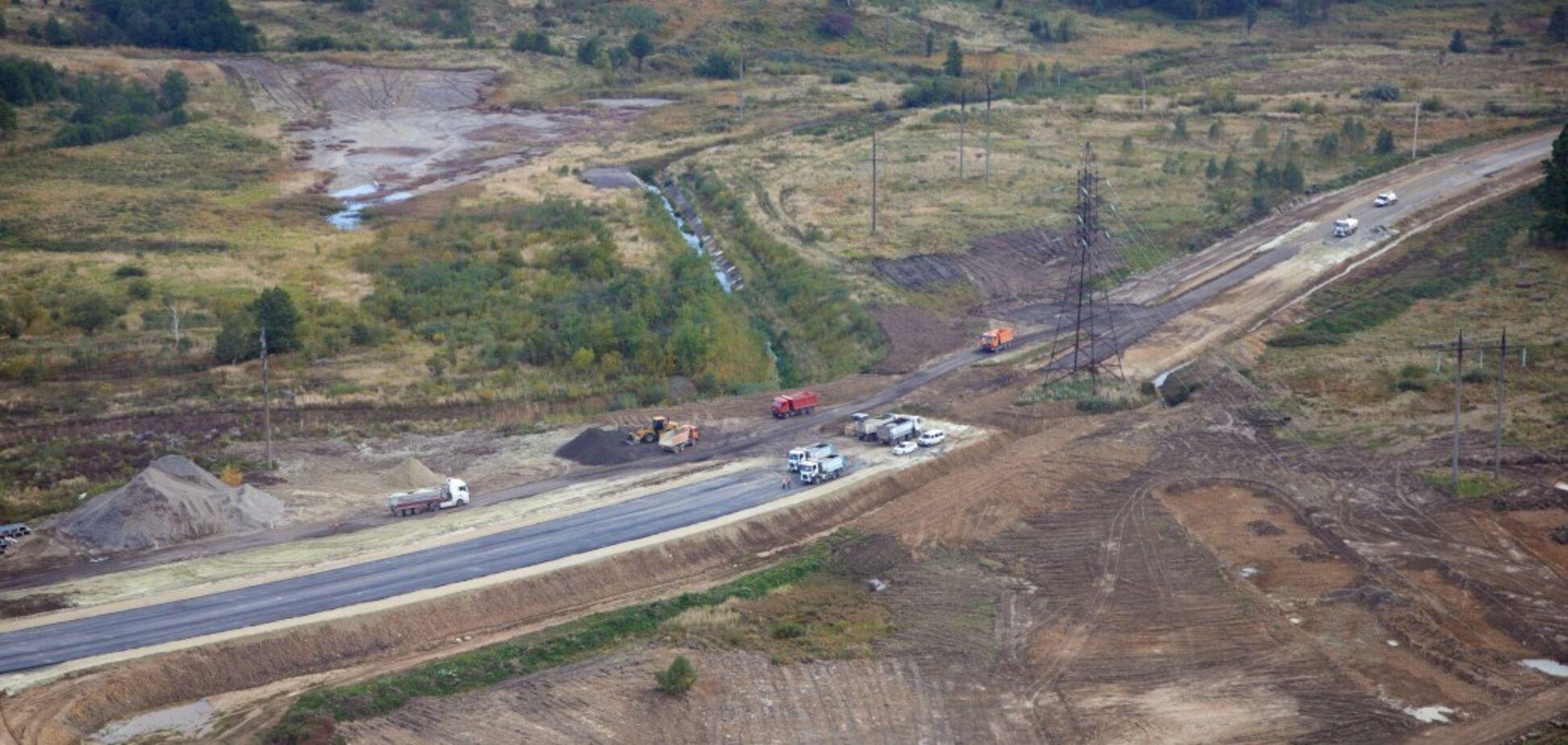 На строительстве объездной Трускавца уже уложены в нижнем слое несколько сотен метров дороги