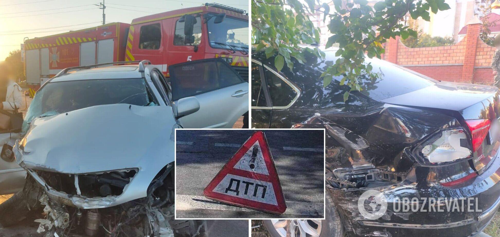 Під Одесою в ДТП потрапило авто з військовими, загинула жінка. Фото з місця аварії