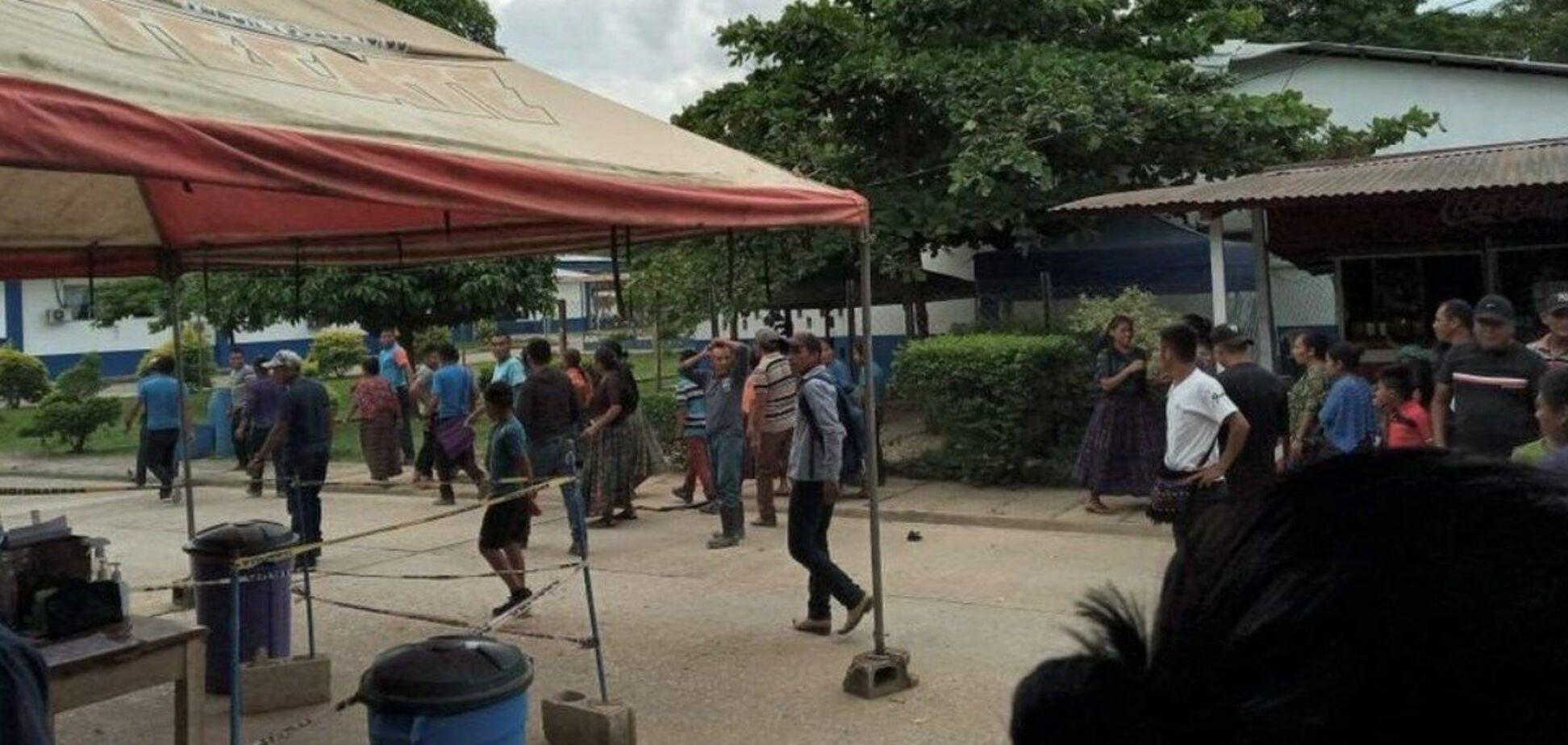 У Гватемалі противники вакцинації напали на медсестер, які робили щеплення