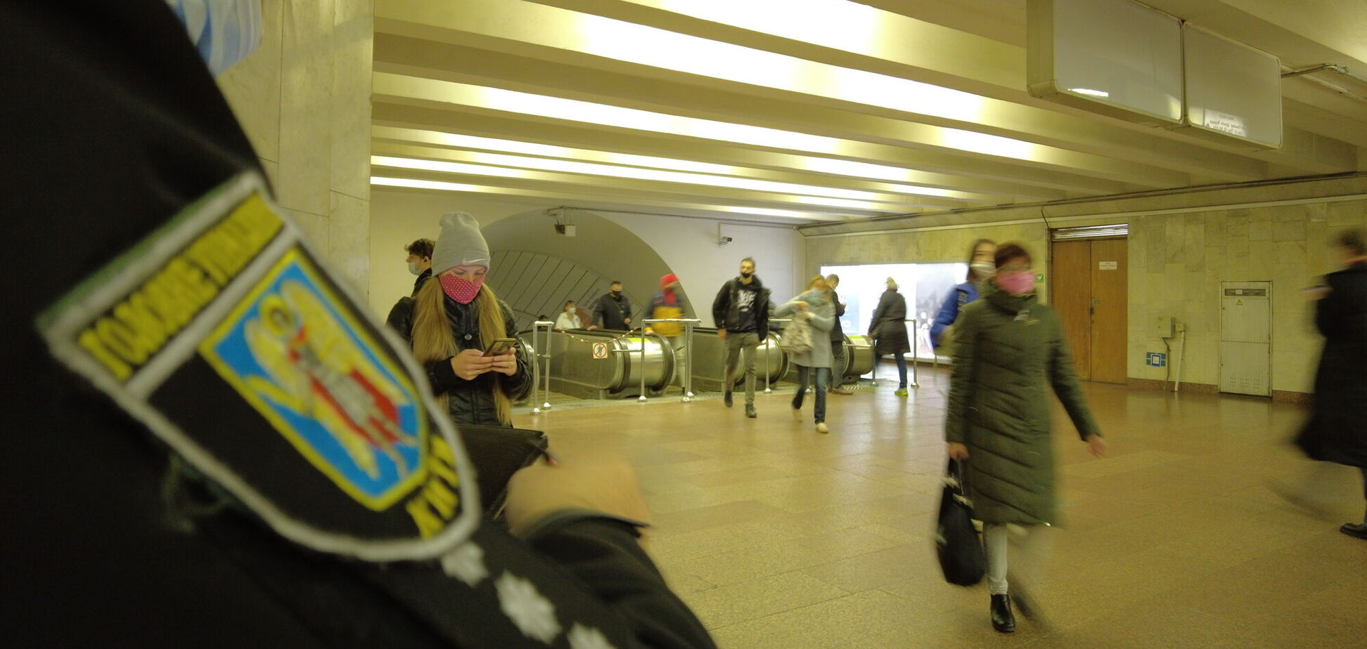 У Києві поліція влаштувала рейд на ''безмасочників'' у метро