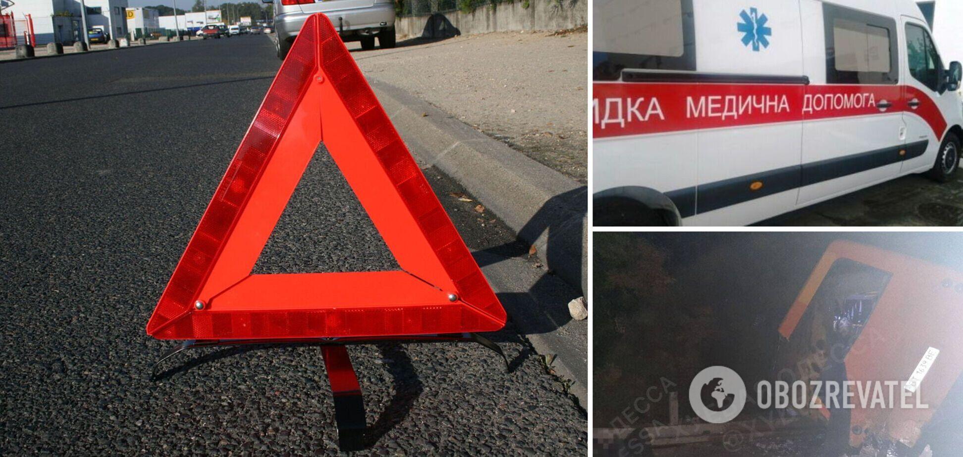 Під Одесою автобус зіткнувся з фурою: загинули 2 людини і 6 постраждали. Фото 18+