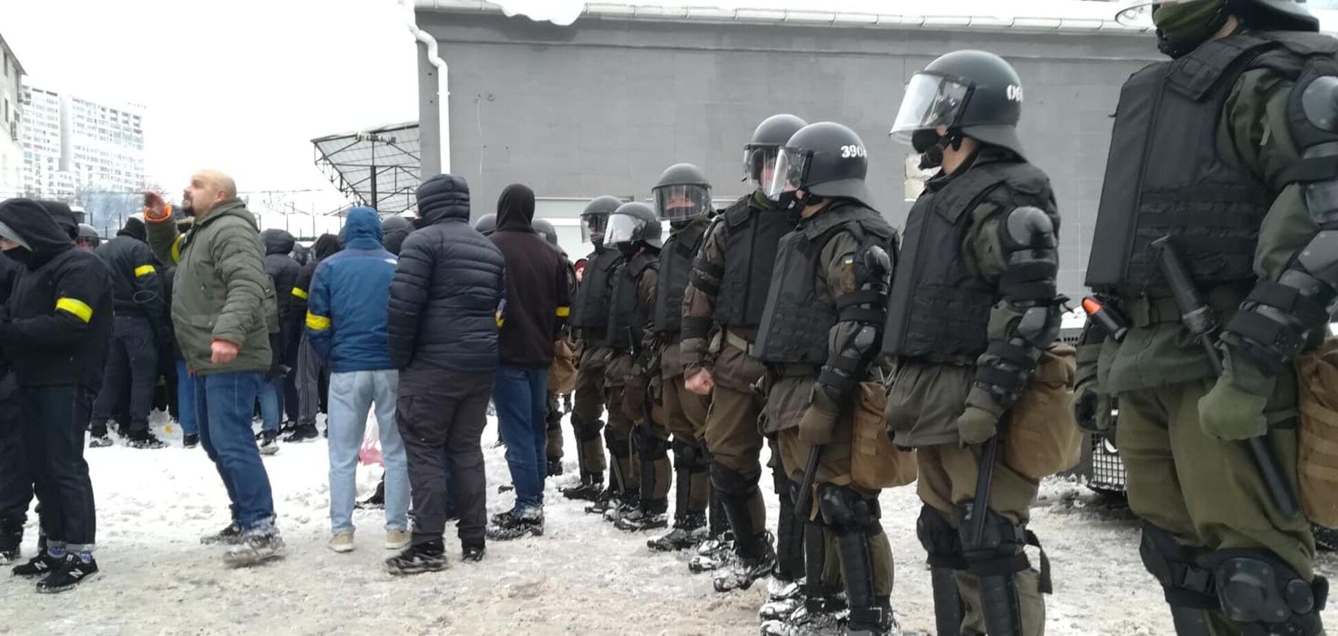Нацкорпус окружил базу титушек в Киеве