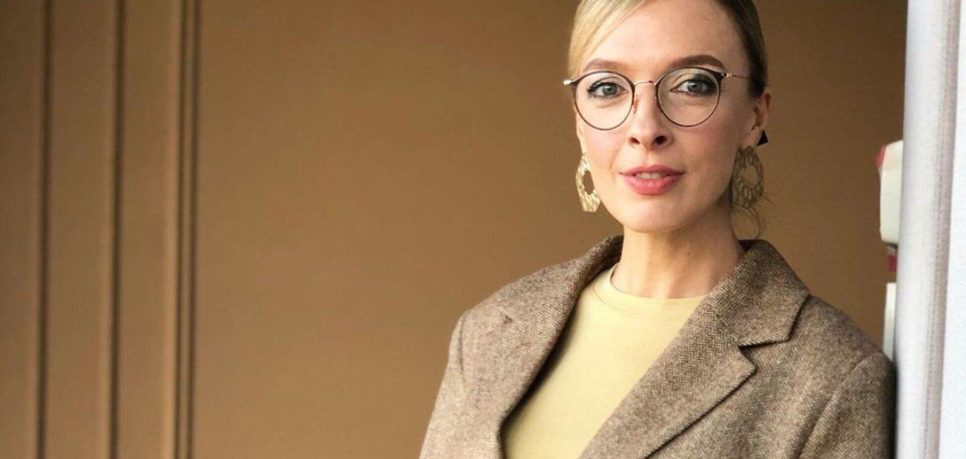 Василиса Фролова устроила фотосессию в белье на 9-м месяце беременности