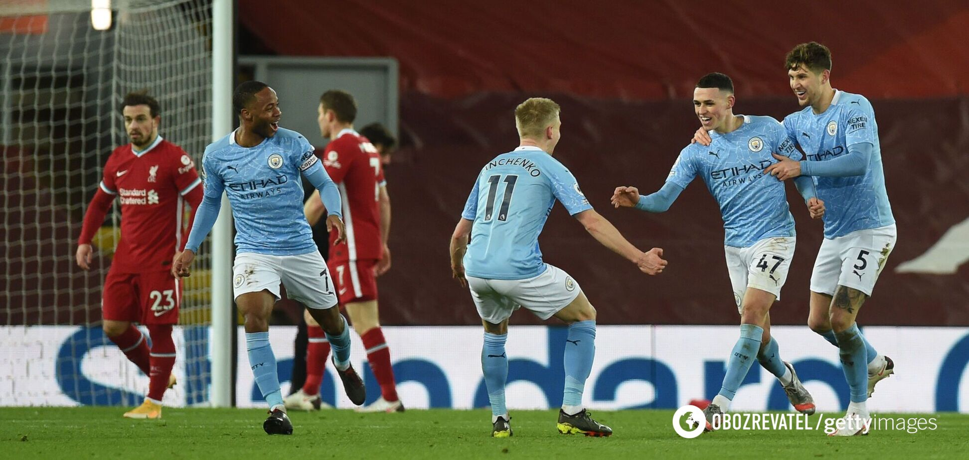 Александр Зинченко празднует гол вместе с партнерами по 'Манчестер Сити'