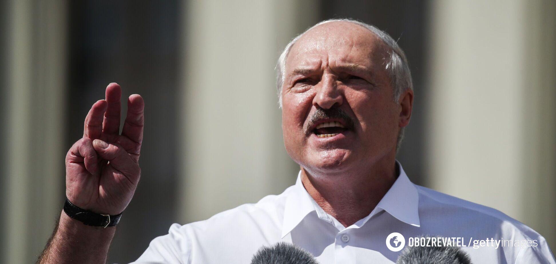 Лукашенко обругал iPhone и призвал пользоваться кнопочными телефонами. Видео