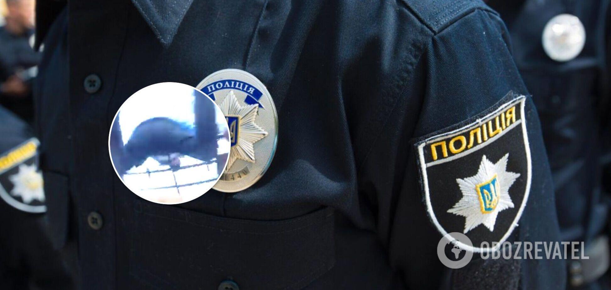 У Кременчуці поліцейські спіймали за ногу чоловіка, який вистрибнув із 7-го поверху. Відео