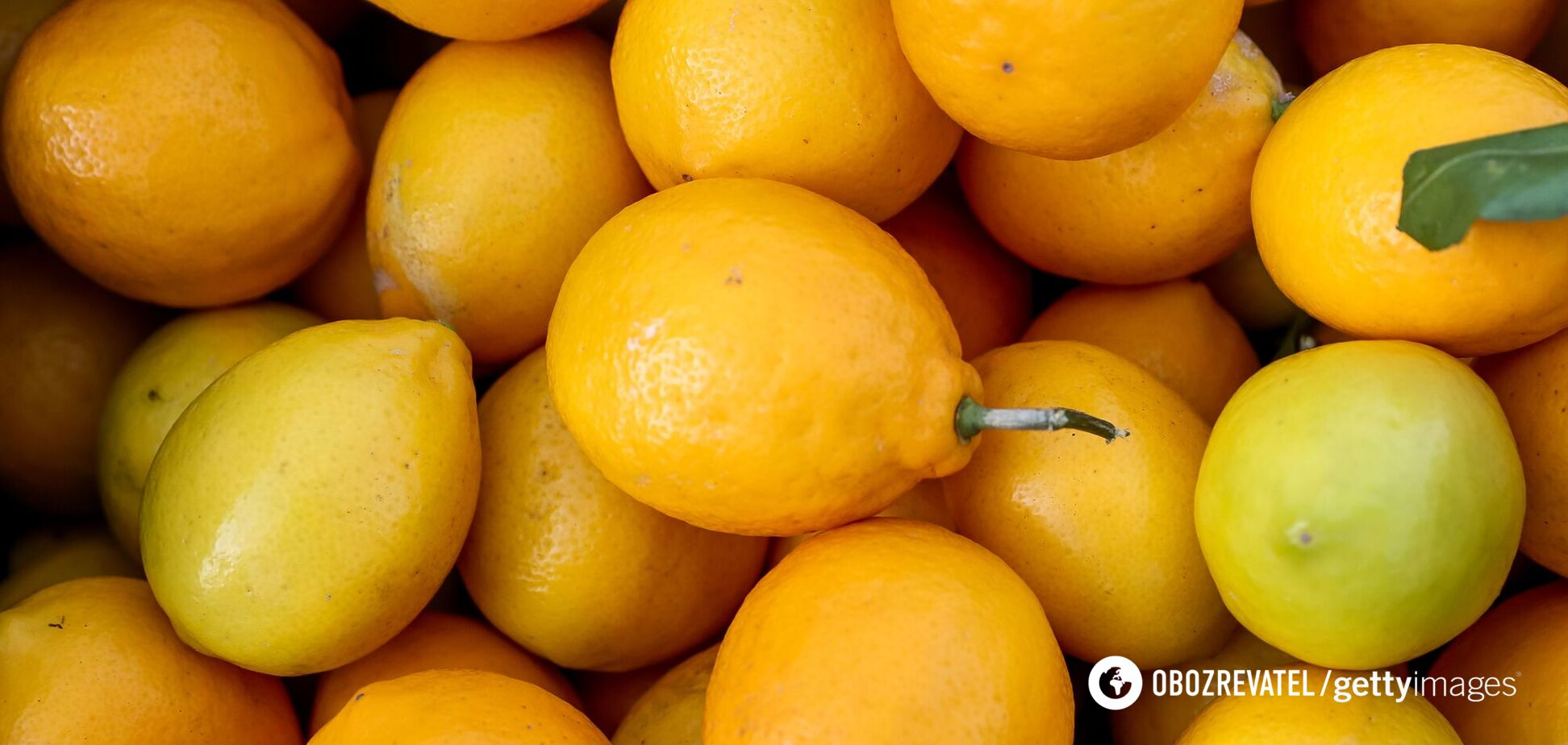 Показан лайфхак, как быстро получить сок из лимона. Видео
