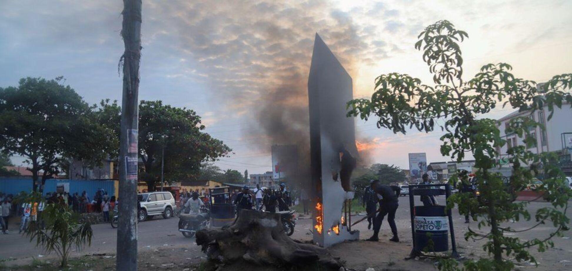У Конго люди знищили загадковий моноліт через страх перед масонами і сатаною. Фото
