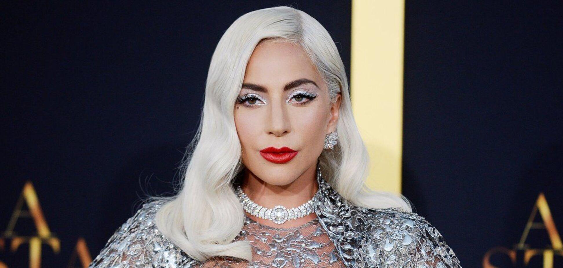 Леди Гага снялась в яркой фотосессии