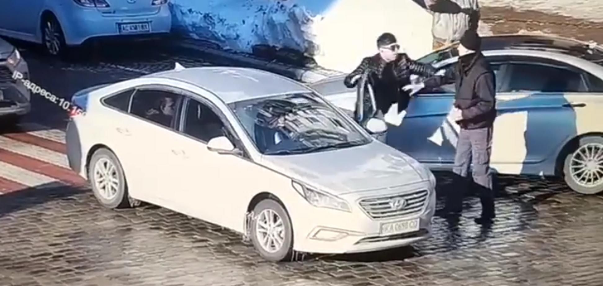 У Києві водій авто двома ударами вбив пішохода на дорозі