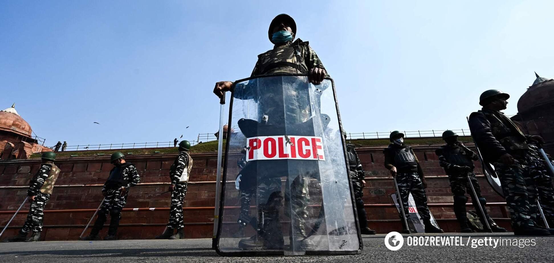 В Индии произошел теракт: погибли полицейские. Видео 18+