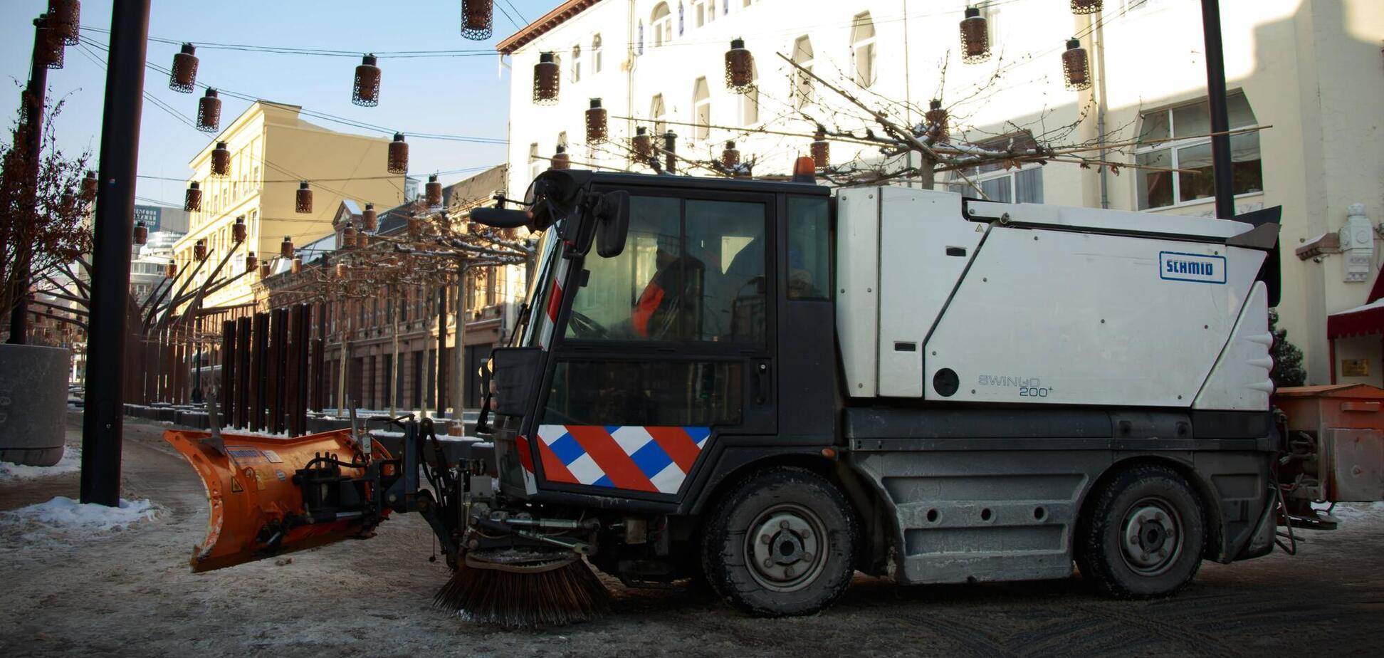 У Дніпрі для ліквідації наслідків циклону на міських магістралях працювало 119 одиниць спецтехніки