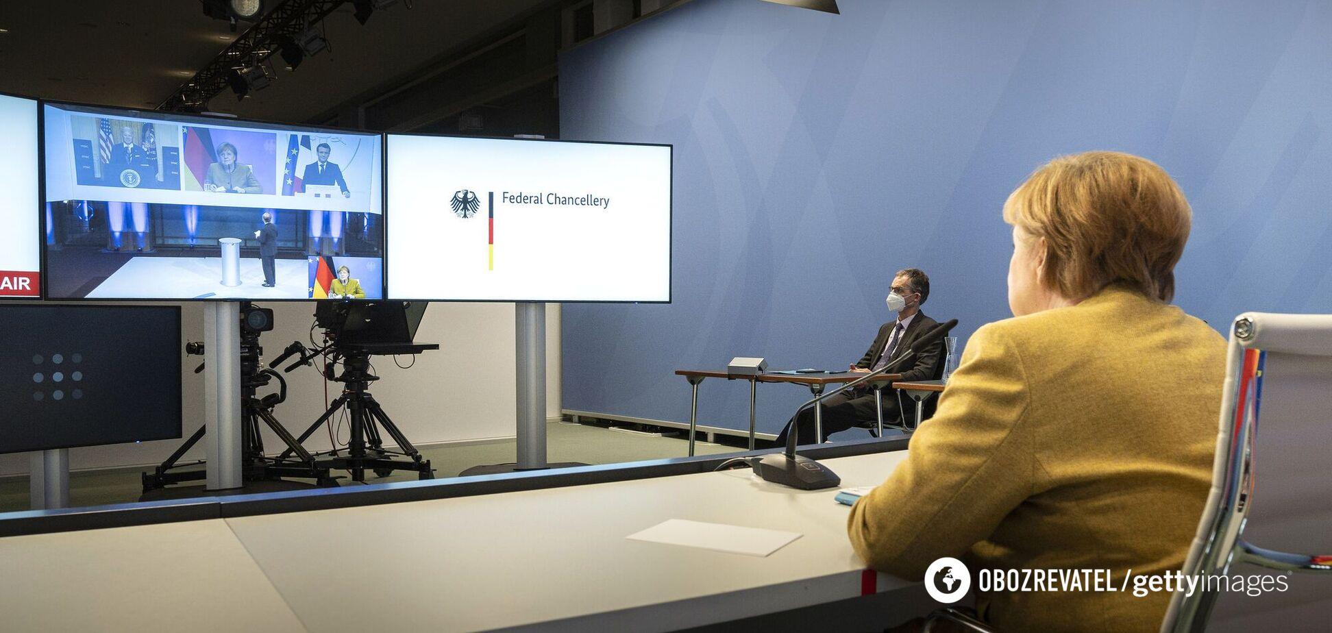На зустрічі G7 трапився конфуз через мікрофон Меркель