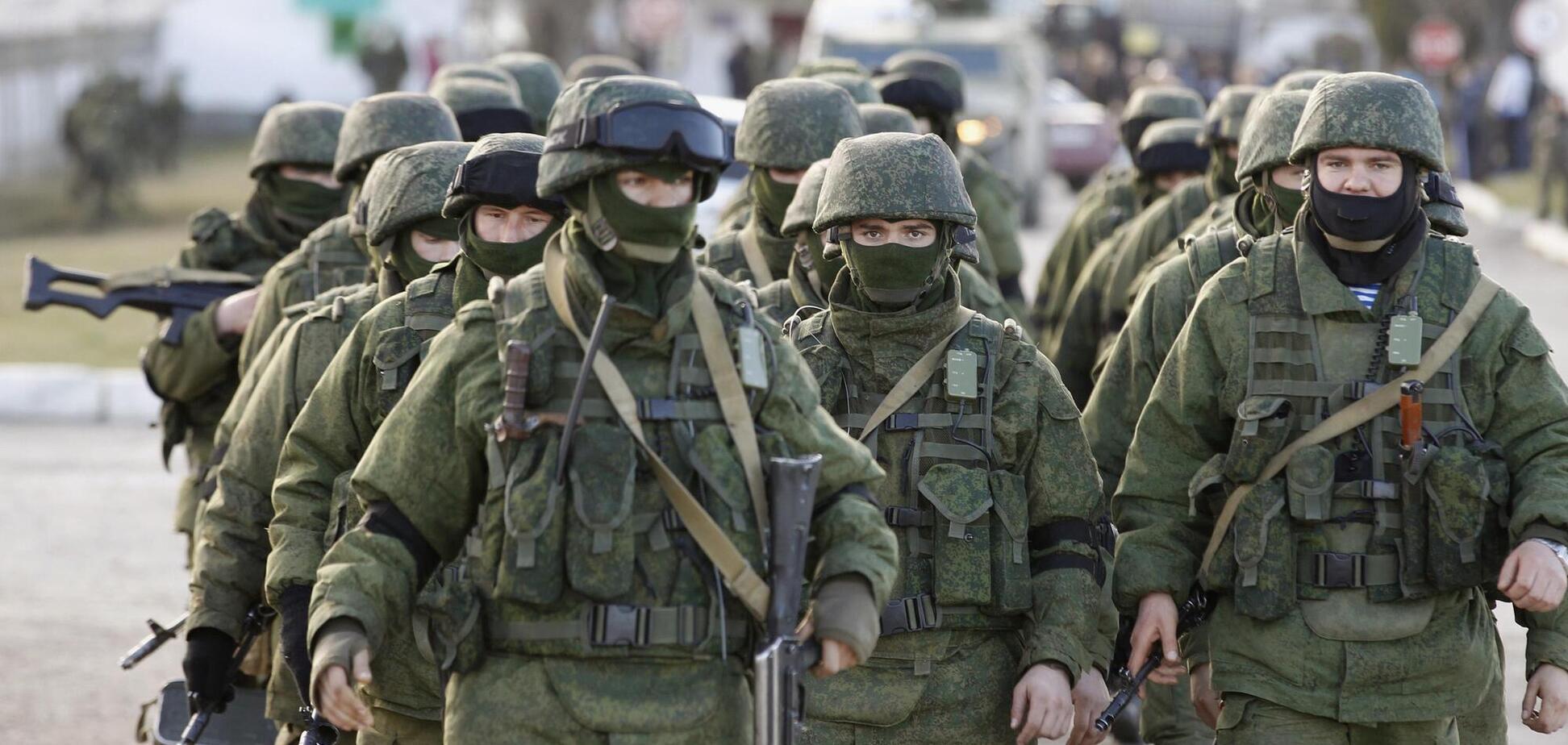 Российские войска без опознавательных знаков в марте 2014 года оккупировала украинский полуостров Крым