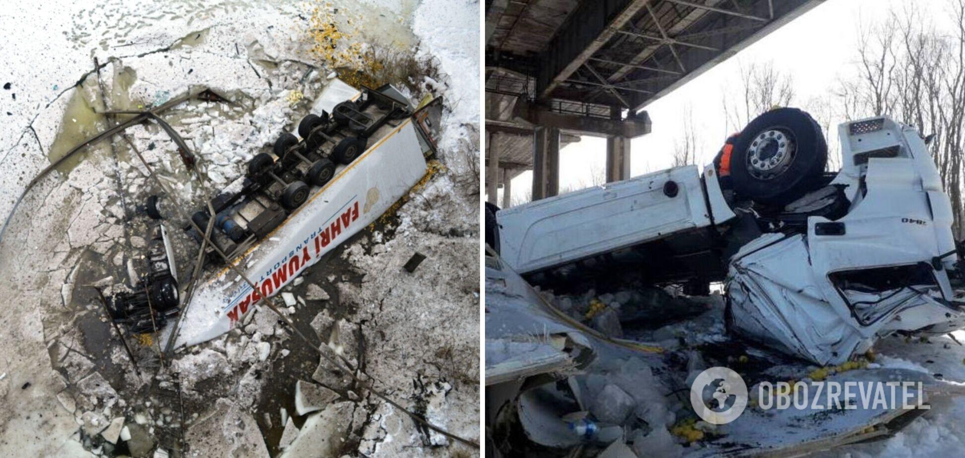 На Черниговщине фура пролетела 20 метров с моста в реку: погиб водитель-иностранец. Фото