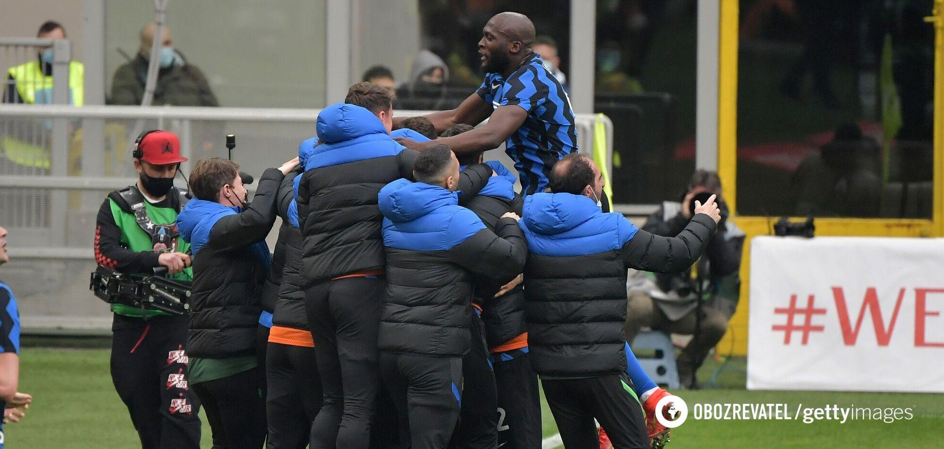 Гравці 'Інтера' святкують гол у ворота 'Мілана'