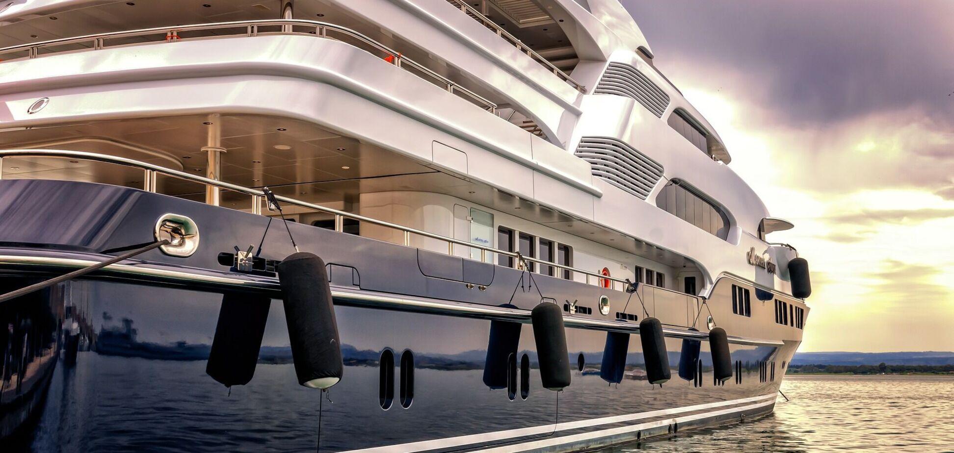 Розкішна яхта
