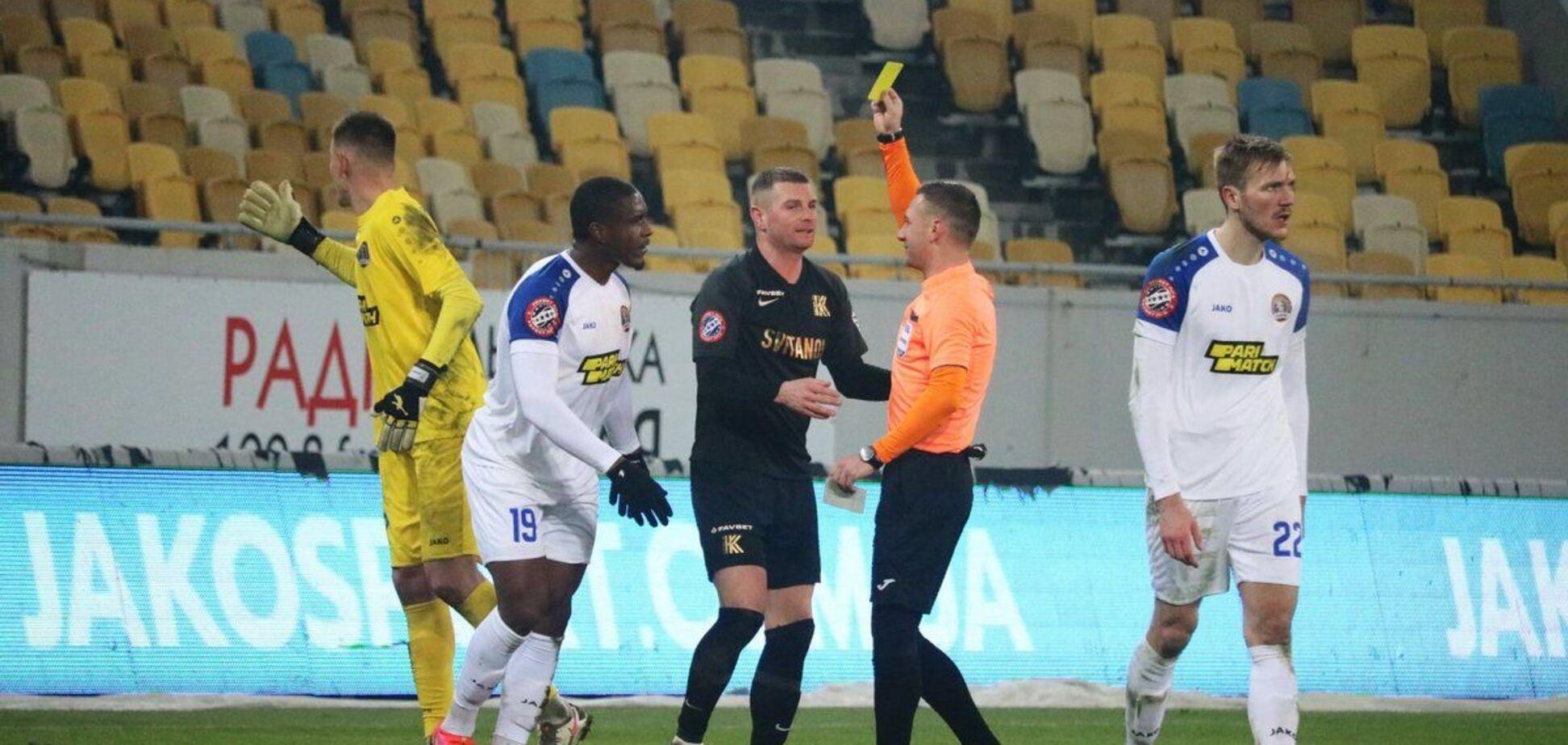 Главный арбитр матча 'Львов' - 'Колос' показал одному из игроков желтую карточку