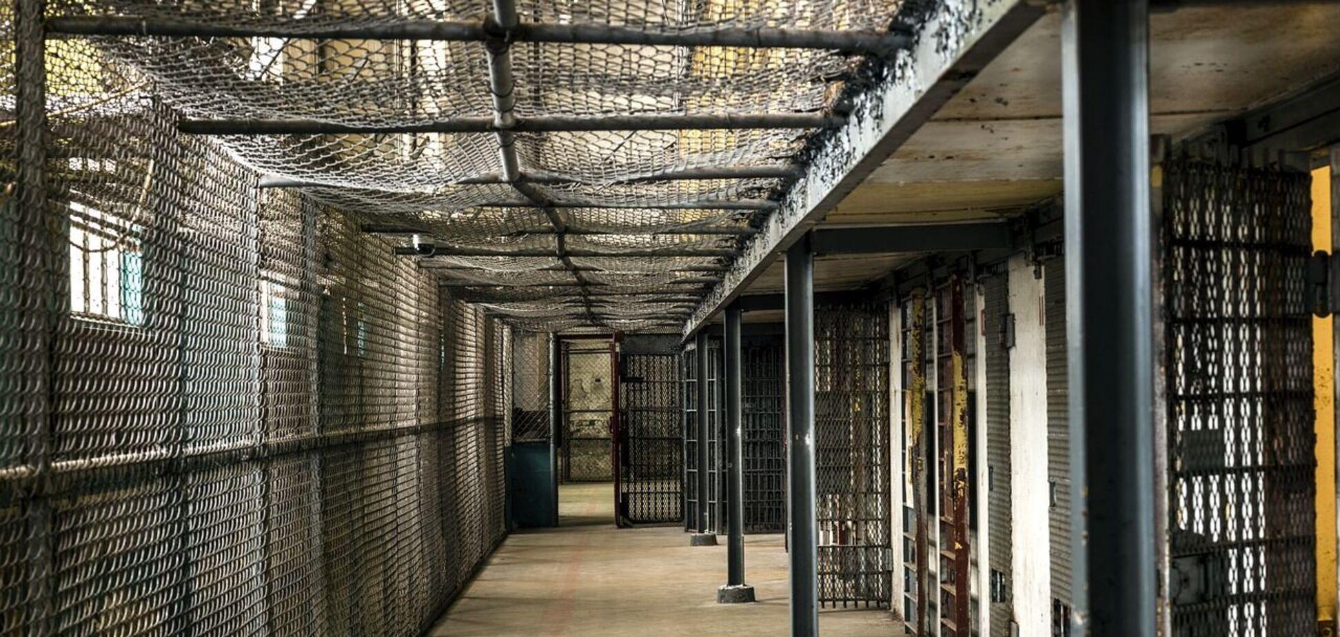 В российской колонии жестоко пытали заключенных: один из них умер. Новое видео 18+
