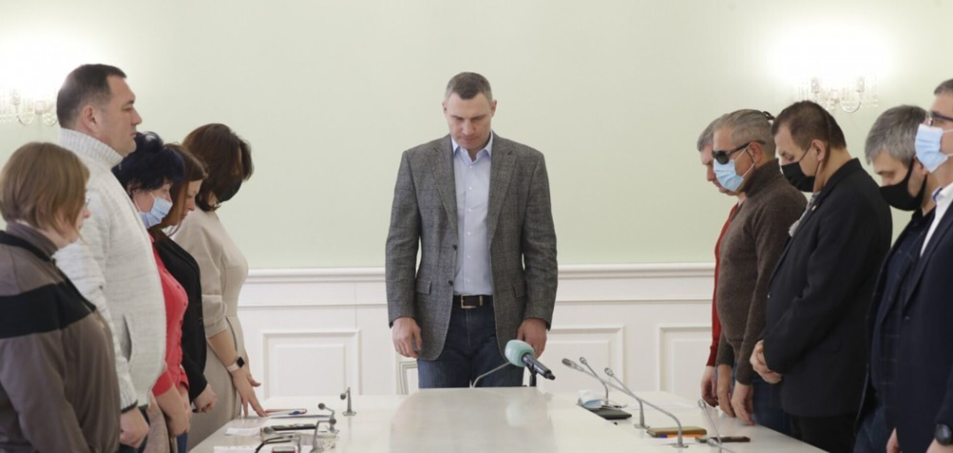 Кличко встретился с семьями Героев Небесной Сотни и пообещал им помощь. Фото
