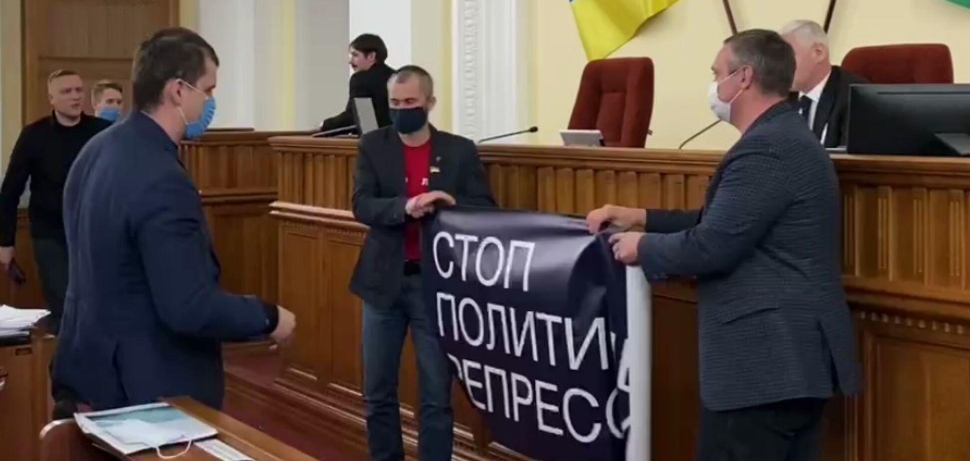 В горсовете Харькова депутаты подрались из-за Шария