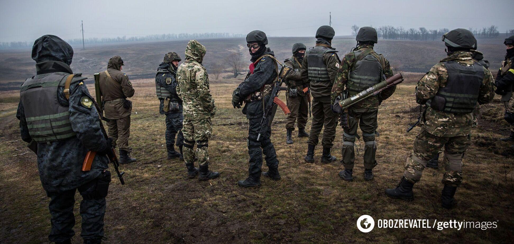 Украинские военные на тренировках вблизи города Мариуполь