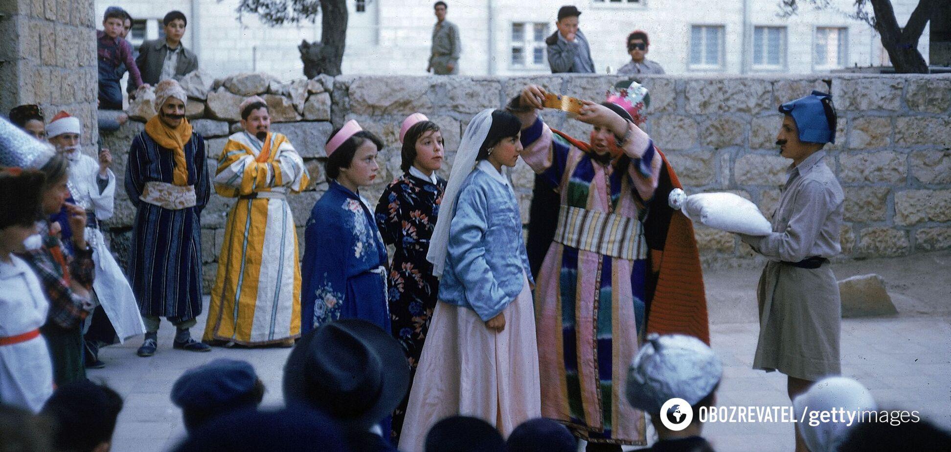 Дата Пурима не является фиксированной, так как привязана к еврейскому лунно-солнечному календарю