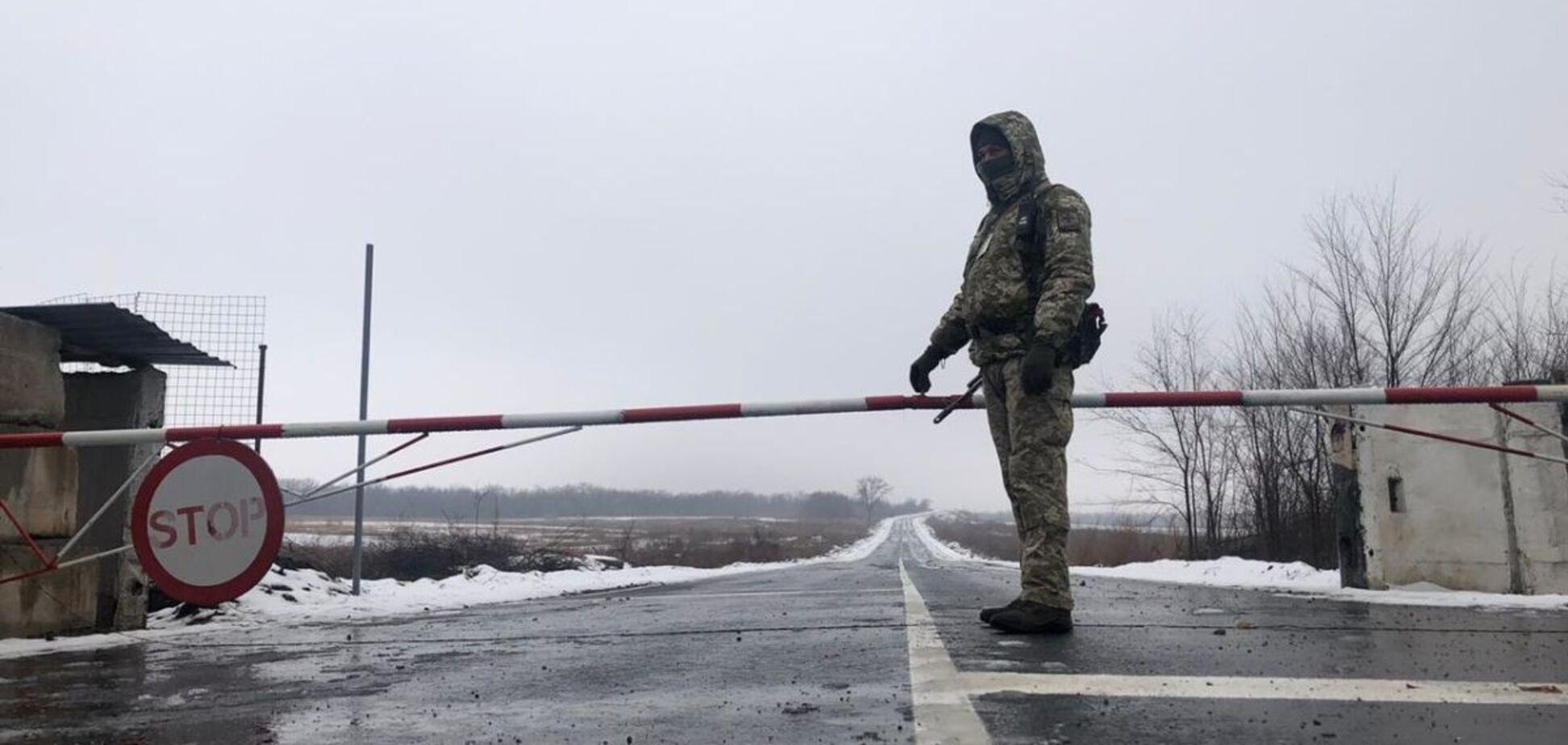 Забастовки в ОРДЛО: стоят на коленях и поют хвалу Путину