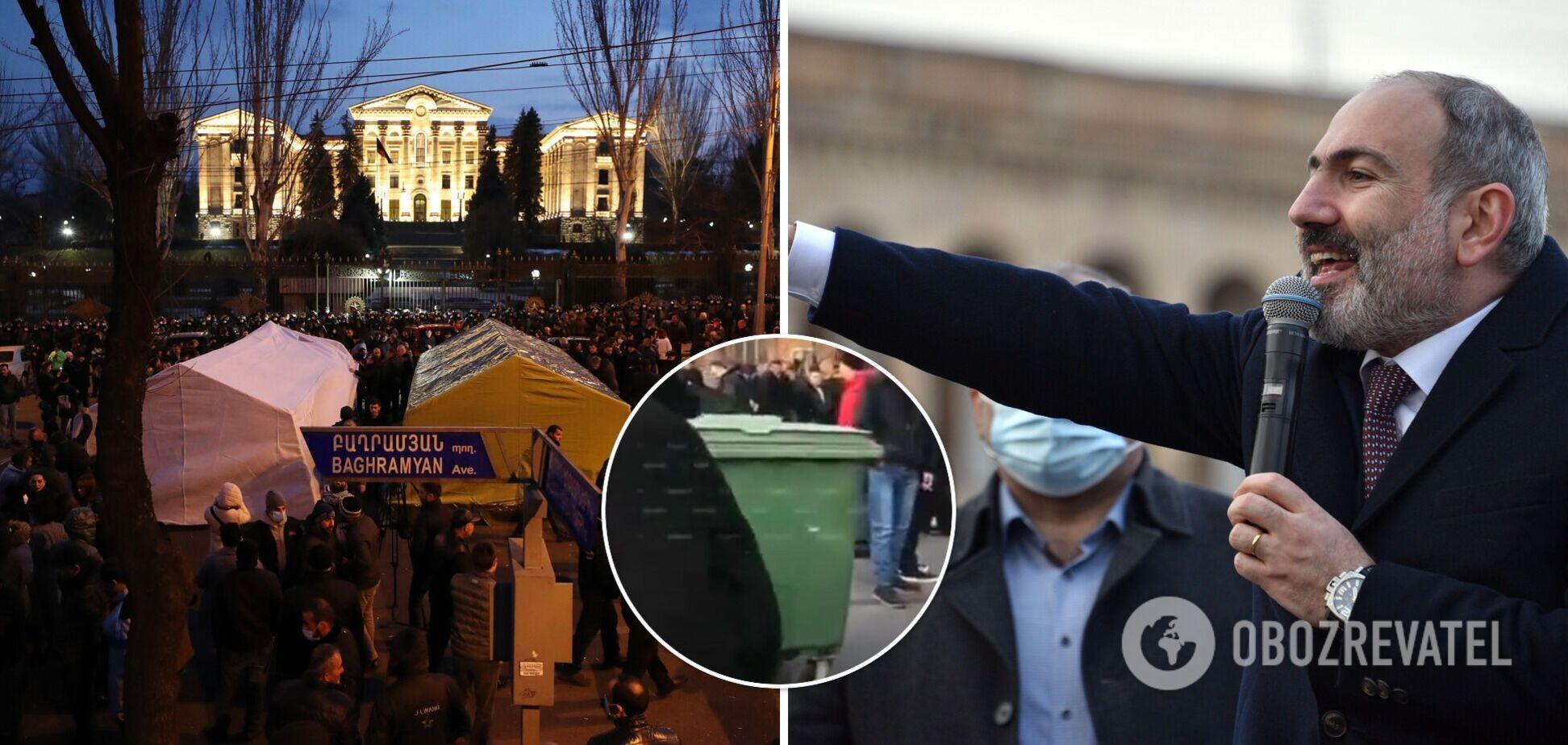 У Єревані опозиція почала будувати барикади: Пашинян зателефонував Путіну. Фото та відео