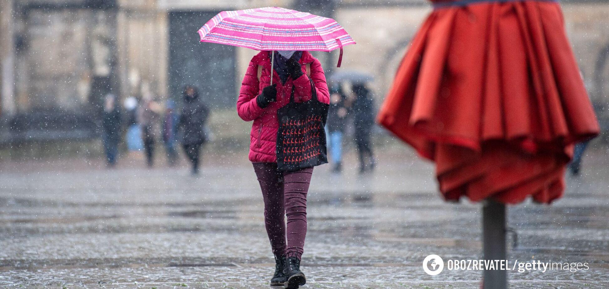 Україну накриють мокрий сніг і дощ: якою буде погода в останній день зими