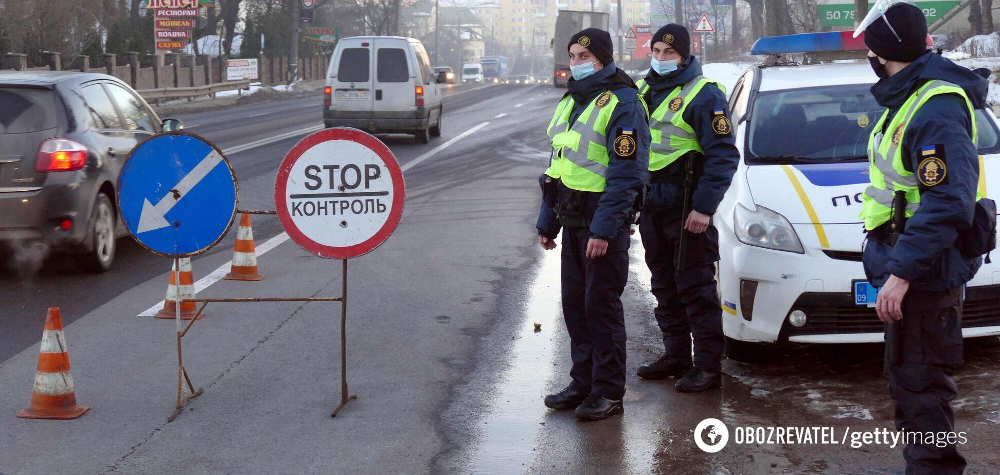 На Прикарпатті люди перекрили дорогу, вимагаючи скасувати карантин. Відео