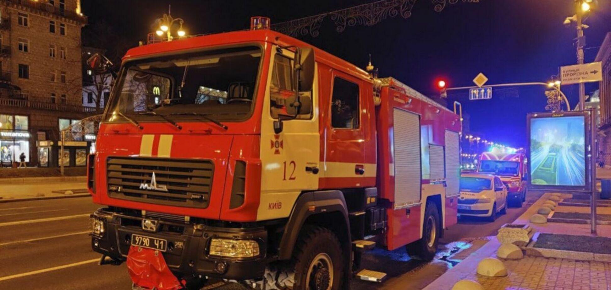 В Киеве горит один из рынков, на месте работают пожарные