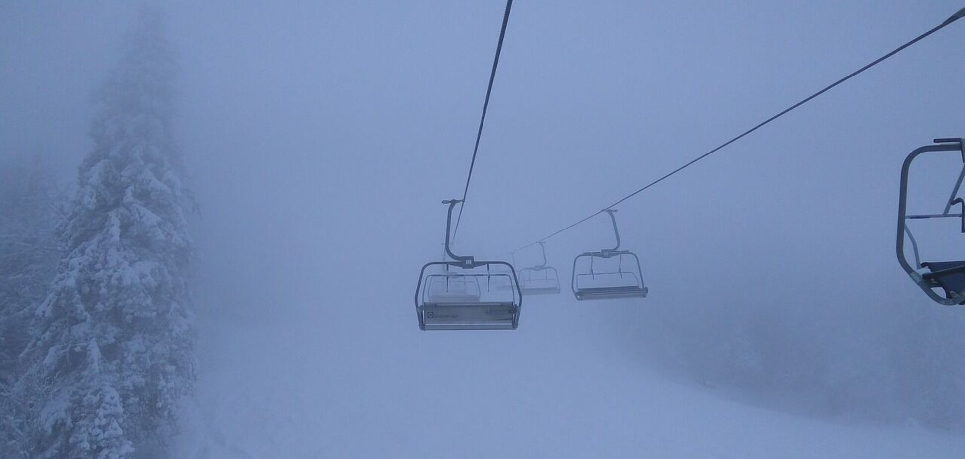 Українські Карпати замело снігом: оголошено штормове попередження. Фото