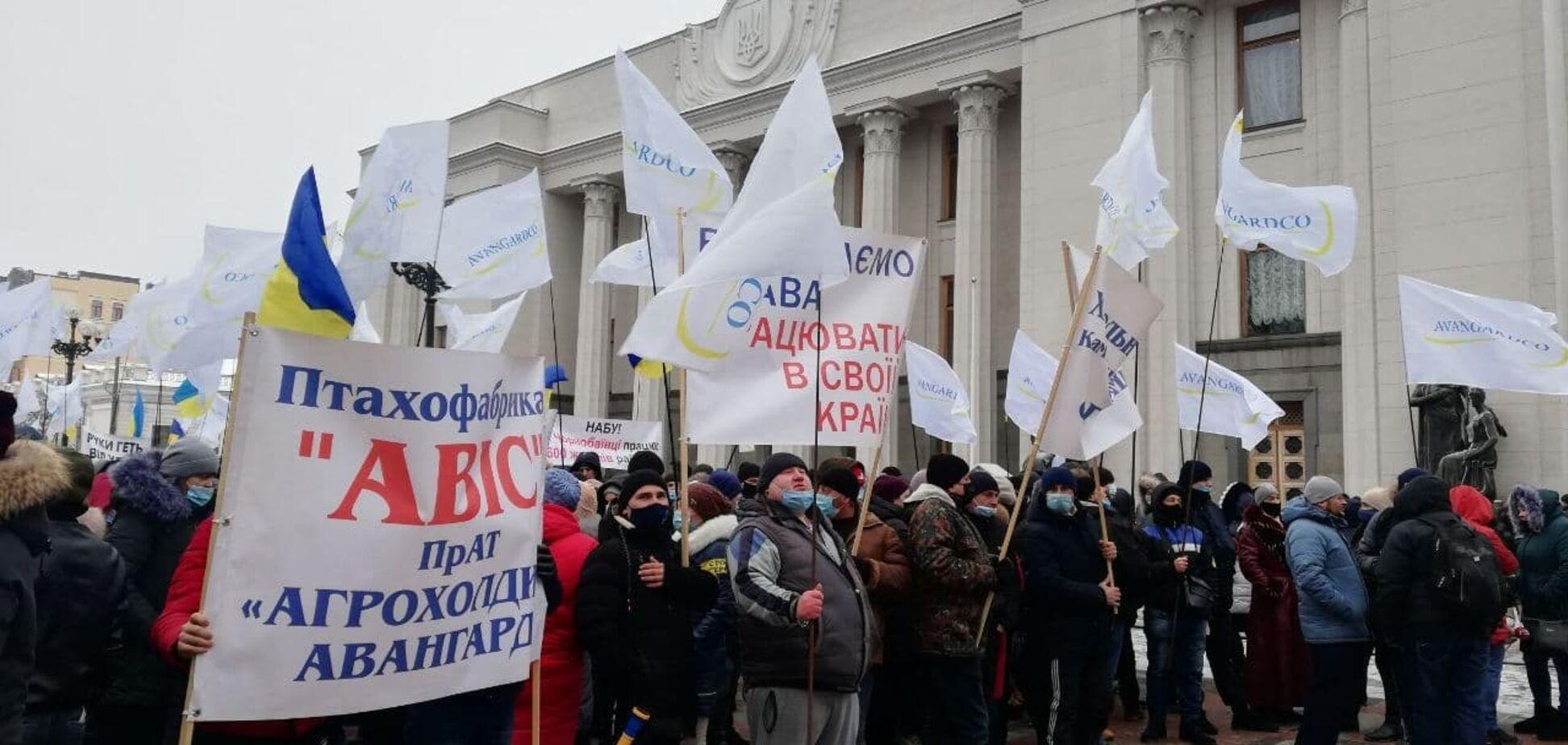 В правительственном квартале столицы проходят массовые акции протеста против действий директора НАБУ Артема Сытника