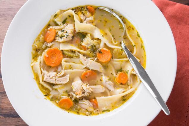 Локшину для супу можна робити будь-якої форми.