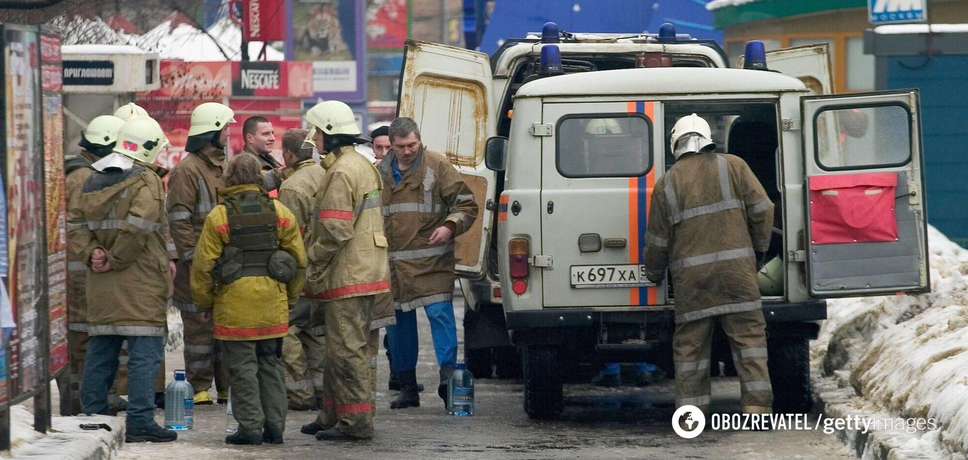Спасатели у станции метро 'Автозаводская', 6 февраля 2004 года, Москва
