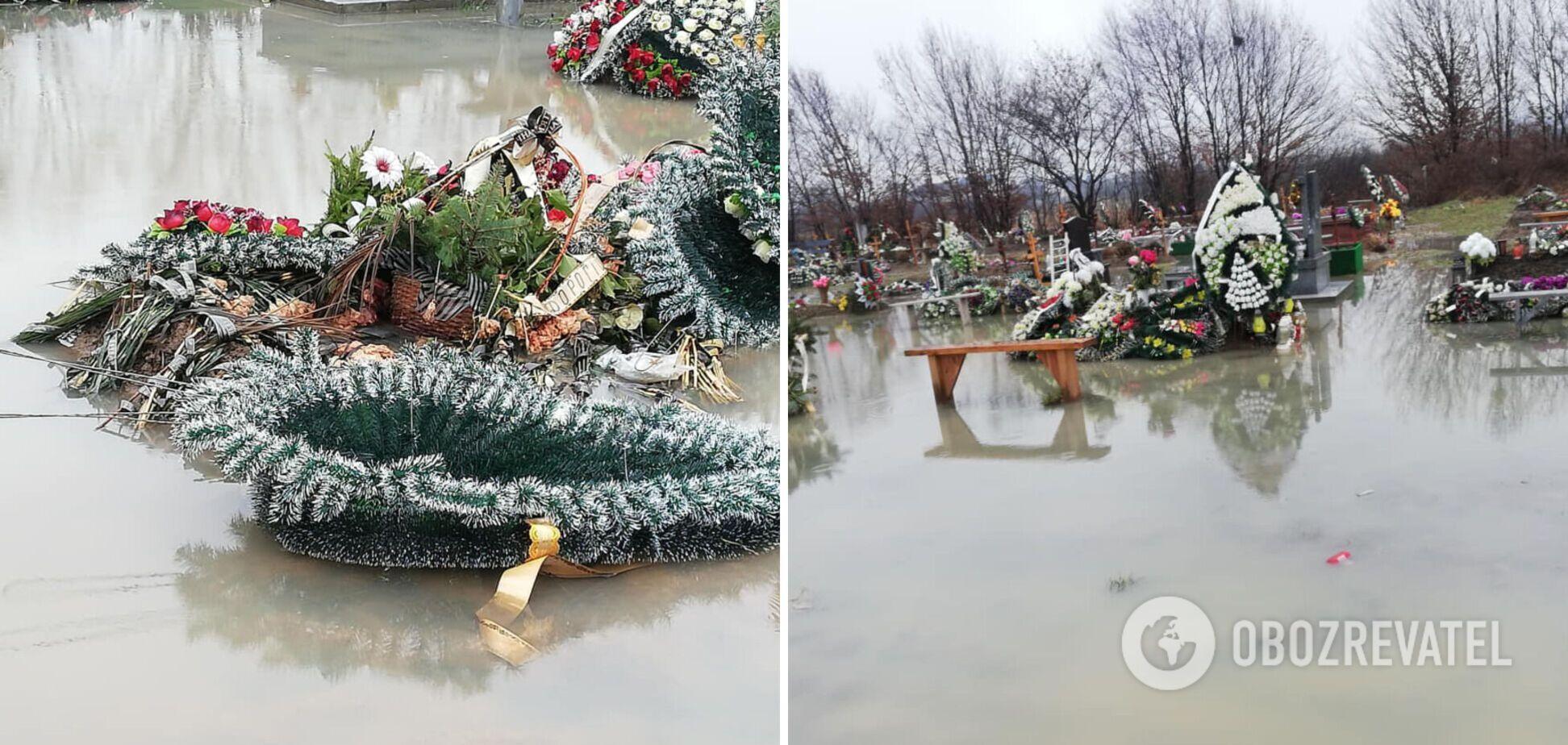 На Закарпатье затопило кладбище: свежие могилы 'поплыли'. Фото и видео
