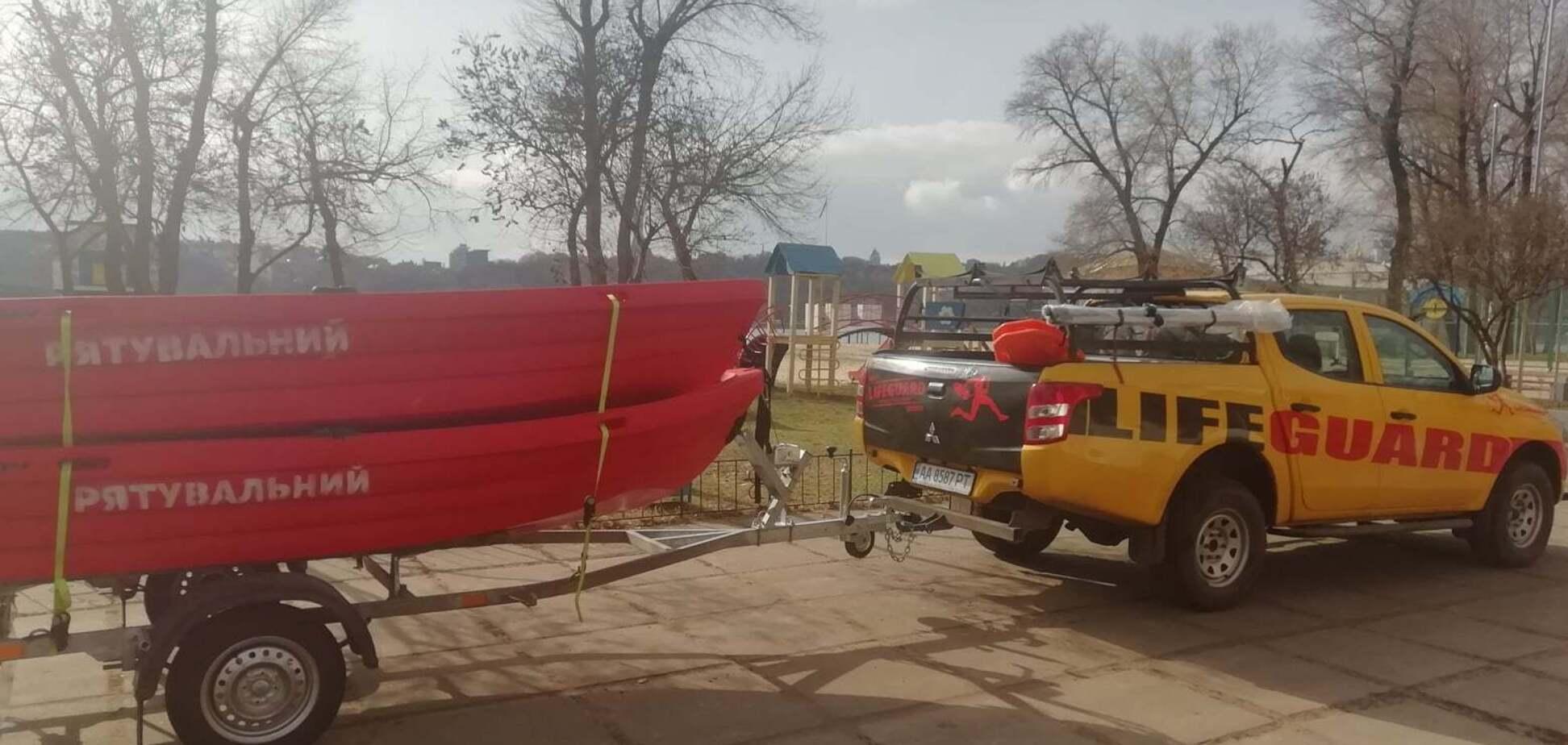 Пляжный патруль Киева получил новые катера для спасения людей. Фото