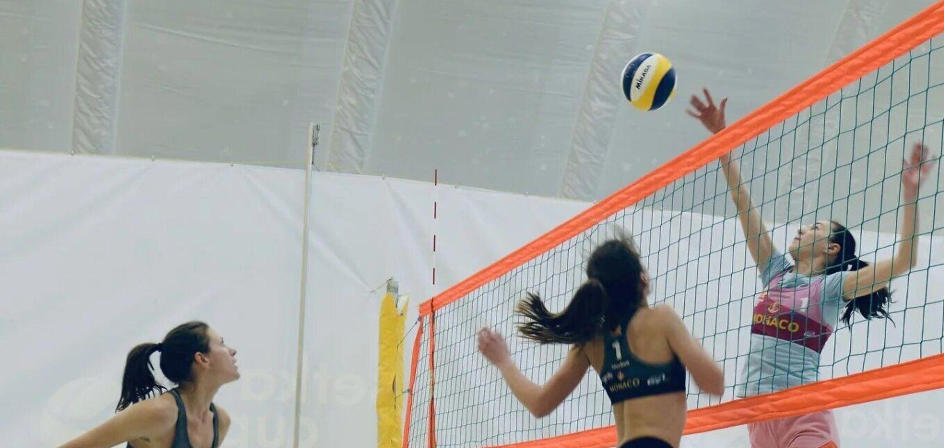 Турнір з волейболу з рекордними призовими в Києві зібрав найкрасивіших і найсильніших спортсменок. Відео