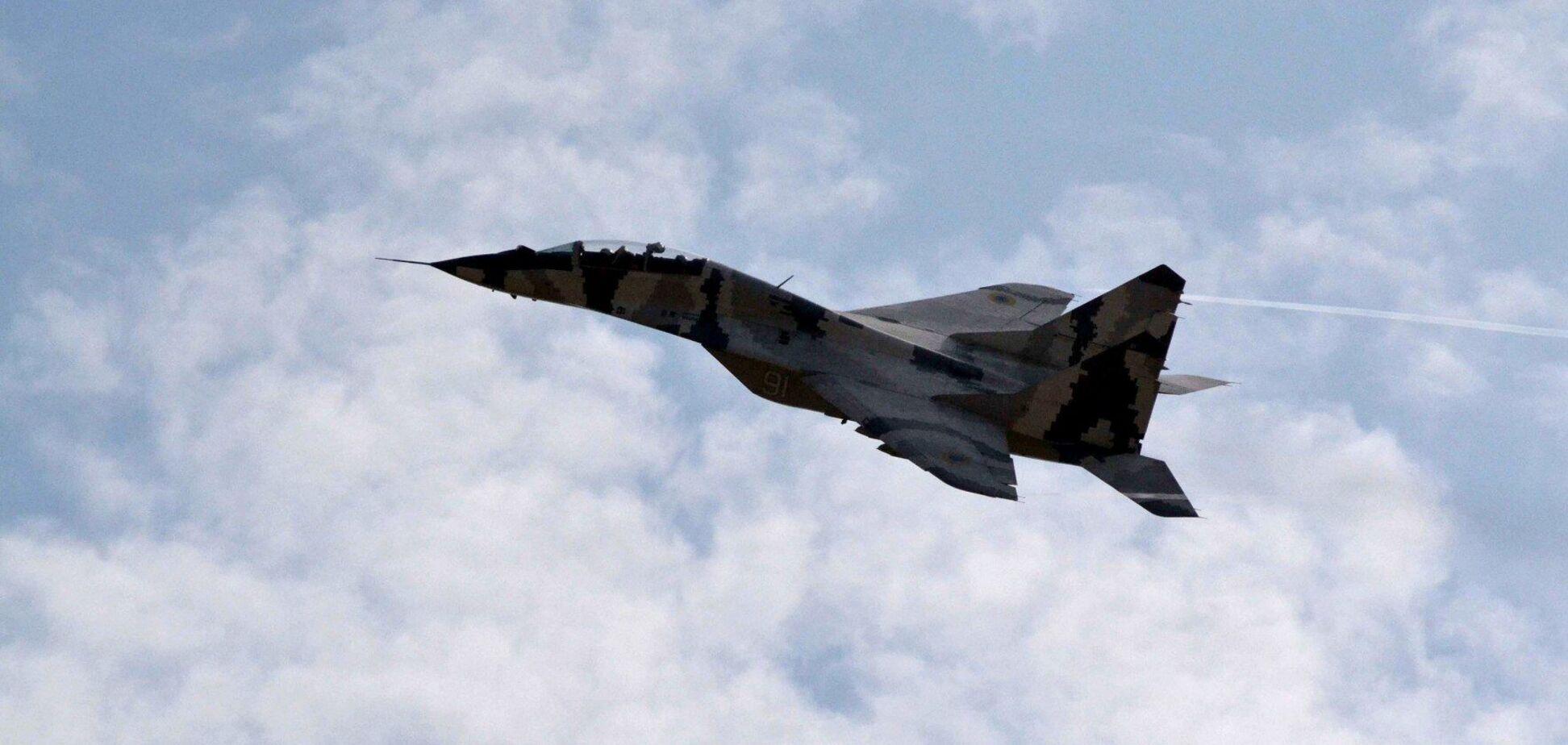 Під Києвом сталася резонансна ДТП з військовим літаком