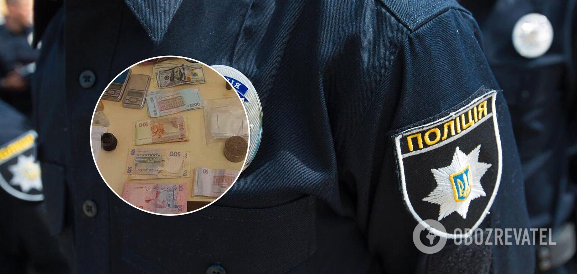 Во время обысков у преступников изъяли наркотики и деньги