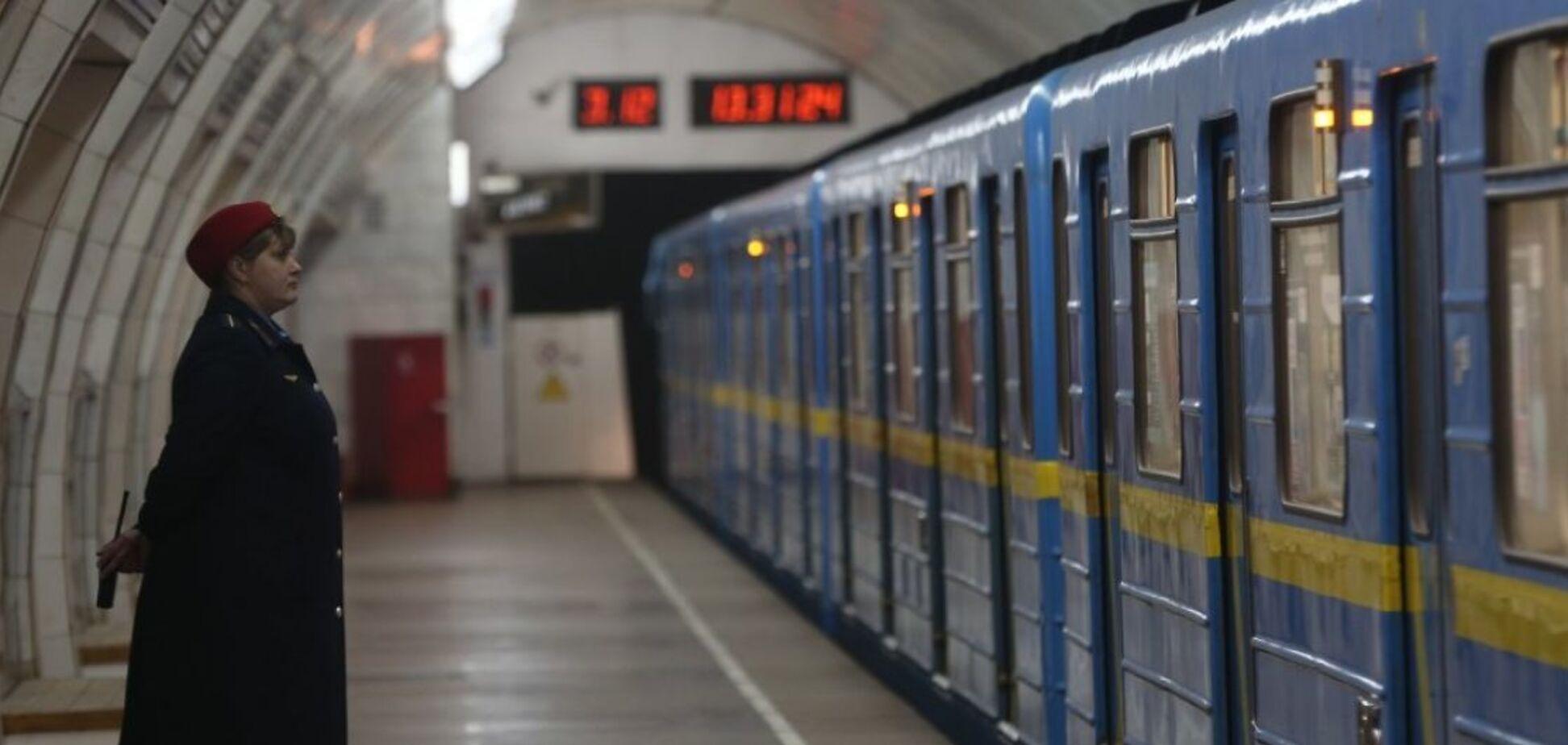 Ежедневно метрополитен перевозит сотни тысяч пассажиров