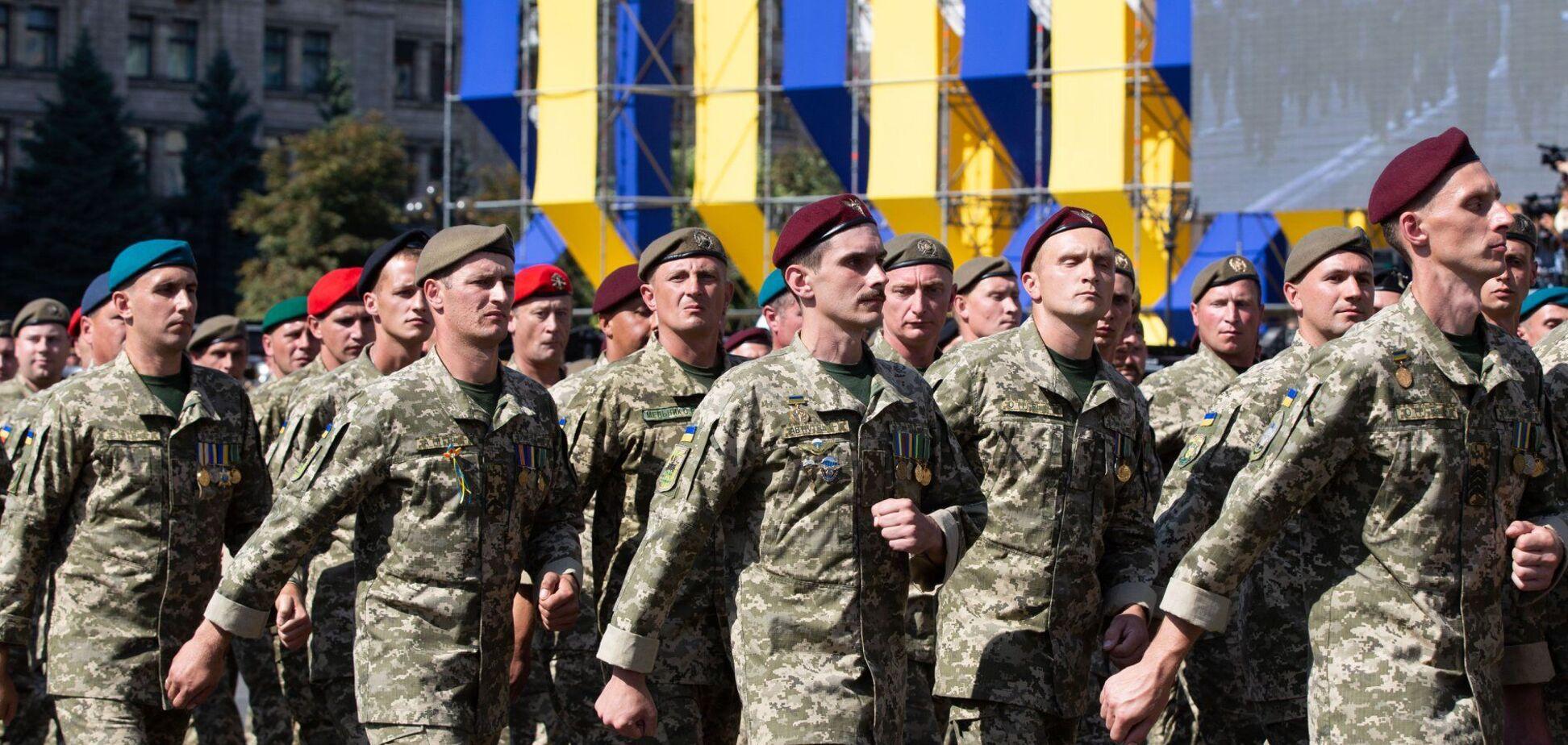 Добровольцы стали первым щитом в войне с российским агрессором, – Порошенко