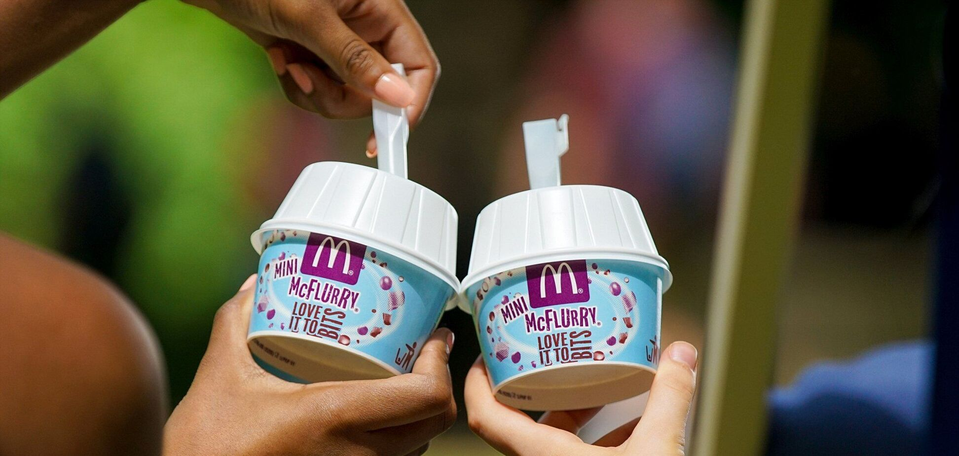 Блогер превратила мороженое в кекс
