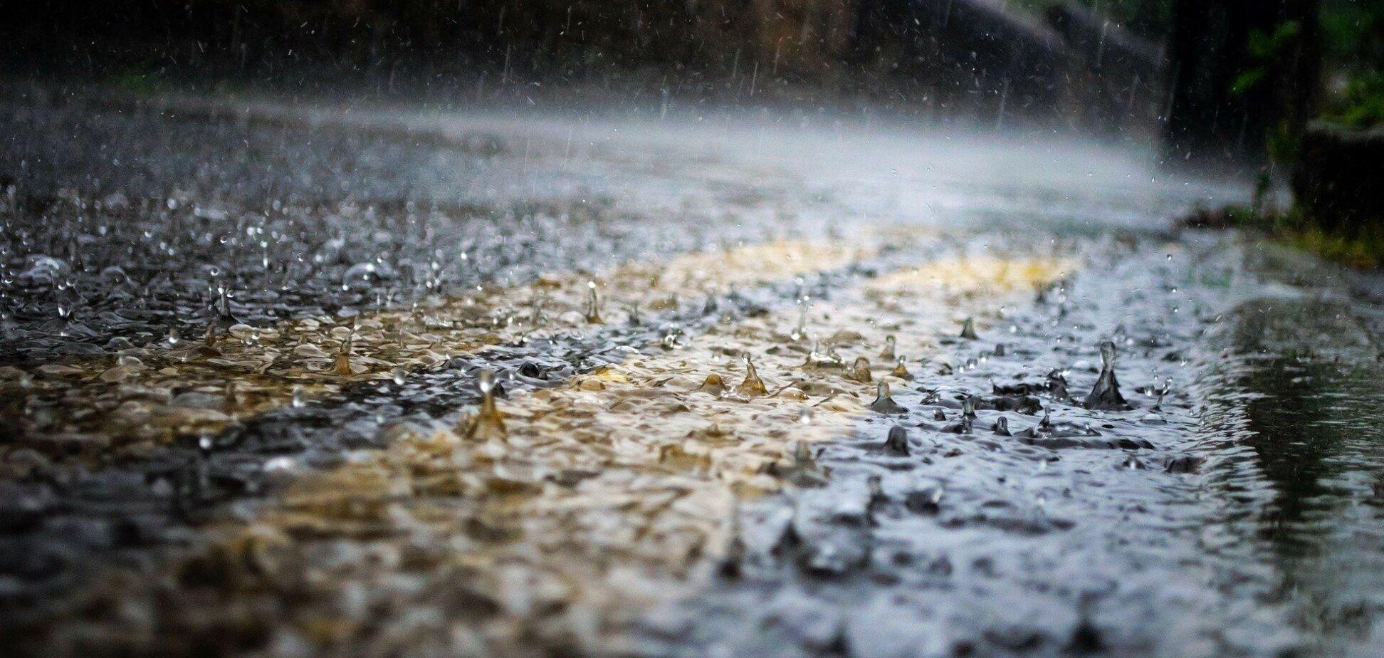 Дощ на дорозі