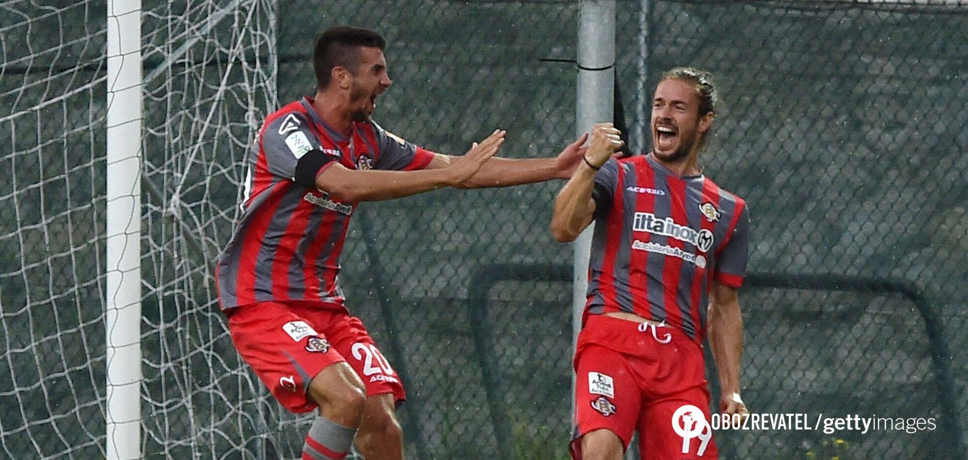 Мікеле Кастаньетті (праворуч) святкує гол