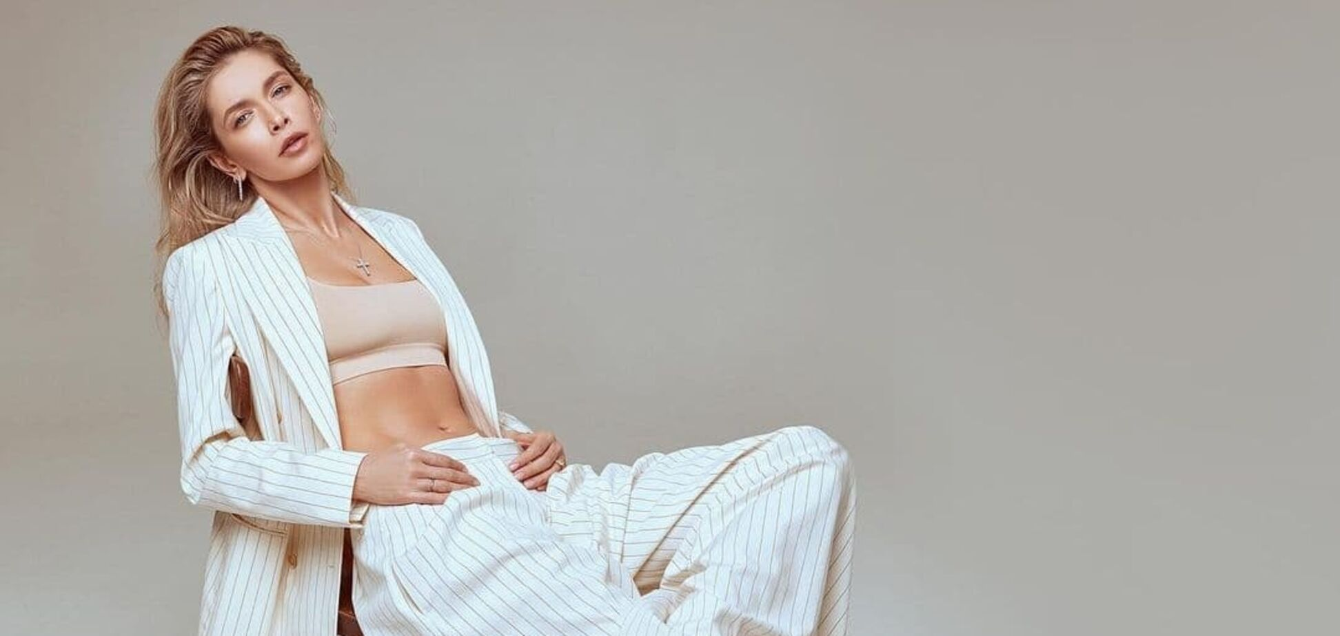 Брежнева показала стильный весенний образ для нового клипа