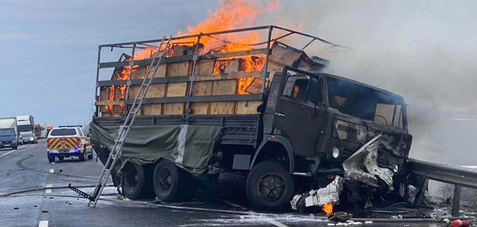 На Хмельнитчине произошло ДТП с военными: погибли три человека. Фото и видео