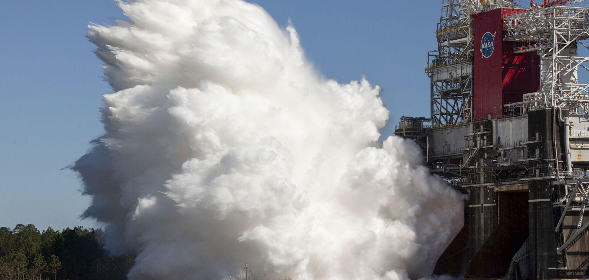 Испытание ракеты NASА для полета на Луну