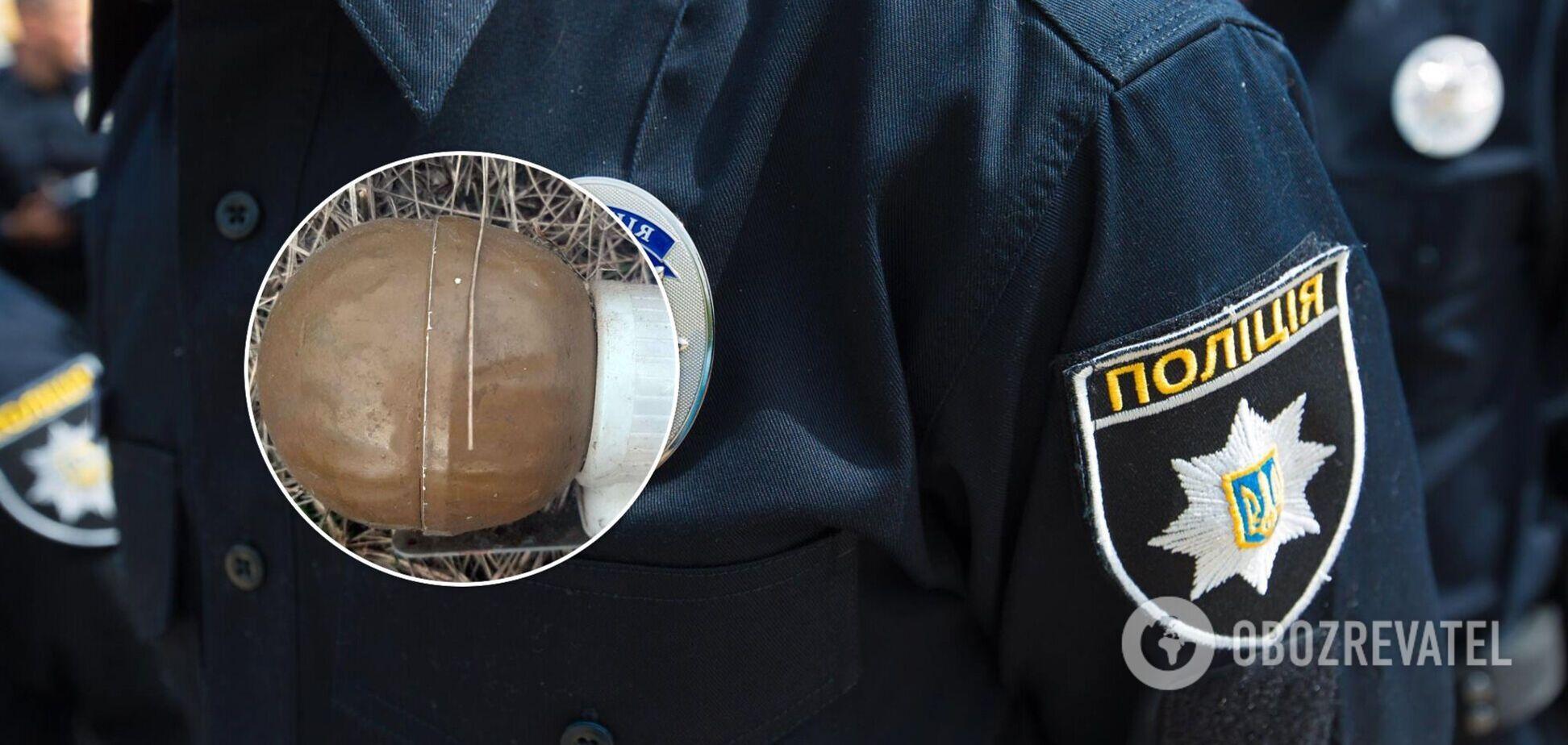 В Донецкой области дети наткнулись на гранату на стадионе. Фото